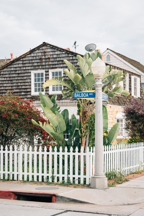 Camera lungo il viale della balboa, sull'isola della balboa, in spiaggia di Newport, contea di Orange, California fotografia stock