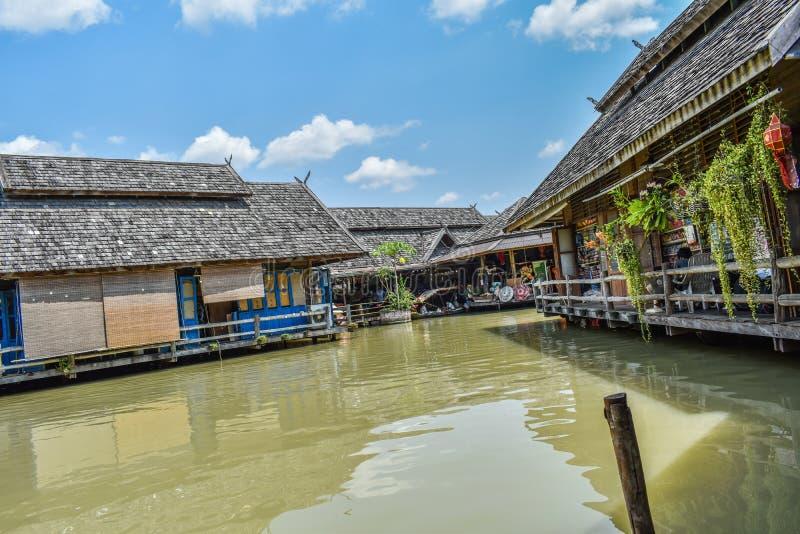 Camera nel punto di riferimento dell'acqua in Tailandia fotografia stock