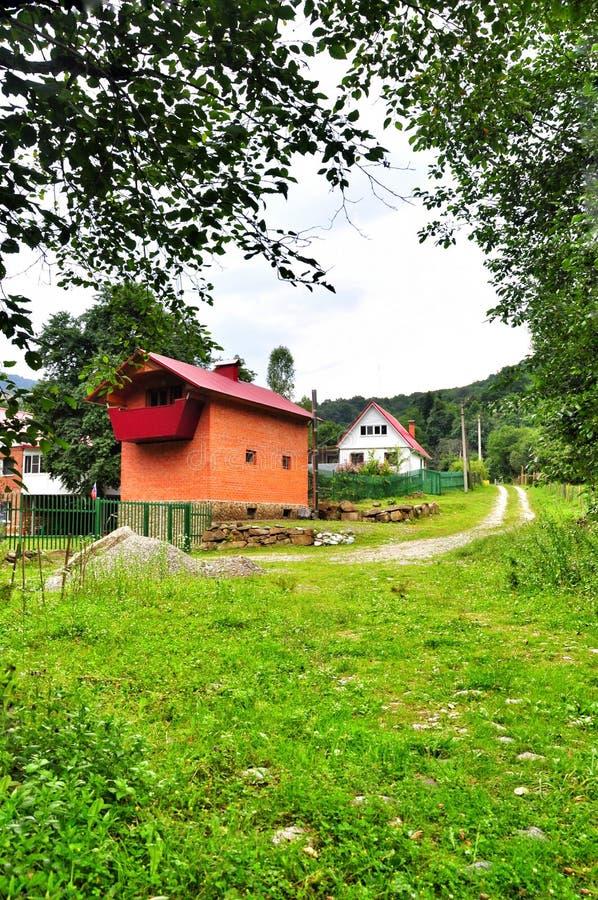 Download Camera nel villaggio fotografia stock. Immagine di residenza - 56886670
