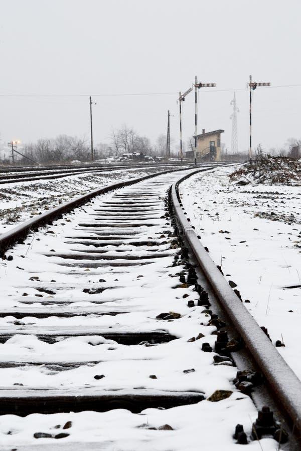 Camera per i lavoratori della ferrovia vicino alla ferrovia fotografia stock