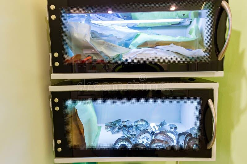 Camera per stoccaggio sterile degli strumenti chirurgici medici Attrezzatura medica fotografia stock