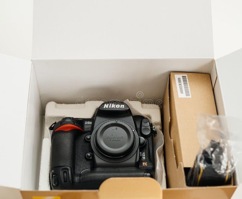 Camera van Unboxings de nieuwe professionele Nikon D3X DSLR royalty-vrije stock afbeelding