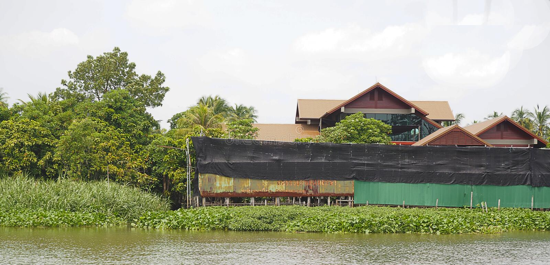 Camera vicino allo stile di vita di lungomare e del fiume immagine stock libera da diritti