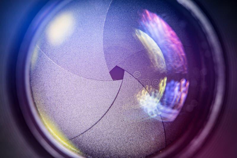 Cameralens met lensebezinningen royalty-vrije stock fotografie