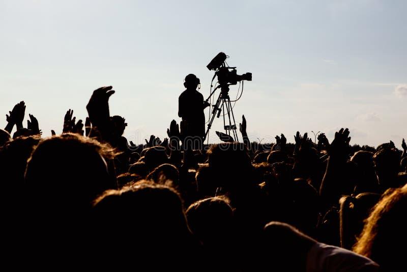 Cameraman die een levend overleg schieten royalty-vrije stock afbeelding