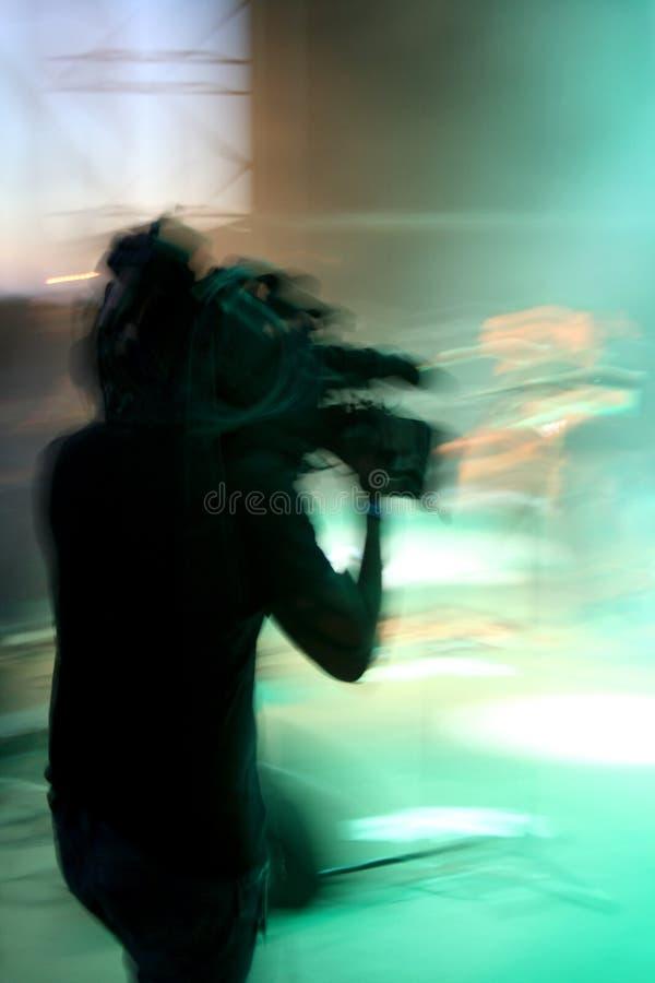 Cameraman entrant dans a à l'arrière plan photo libre de droits