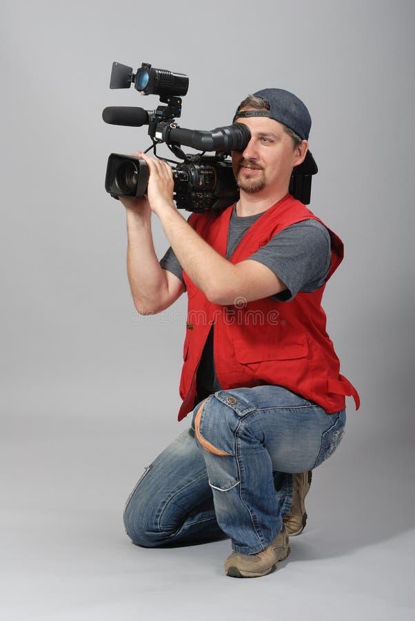 Cameraman in rood vest royalty-vrije stock foto's