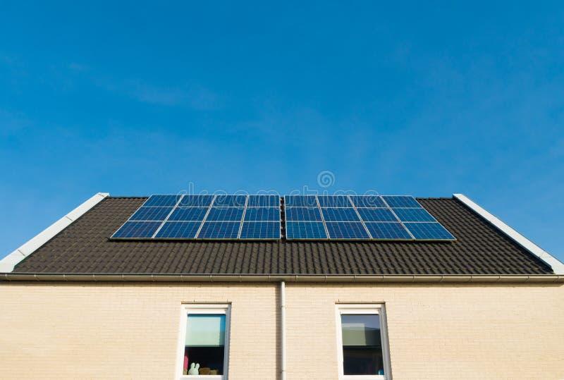 Camere con i comitati solari immagine stock libera da diritti