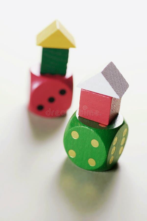 Camere del giocattolo sui dadi fotografia stock libera da diritti