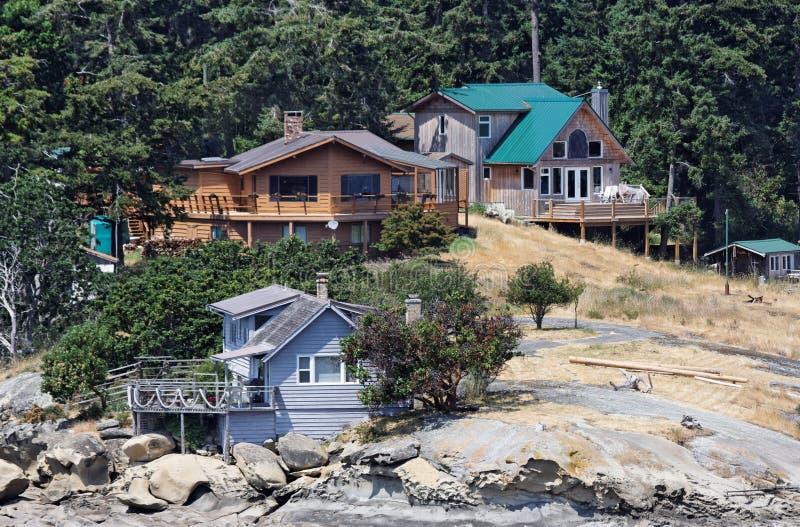 Camere di legno nell 39 isola di vancouver immagine stock for Case di legno del paese del lago