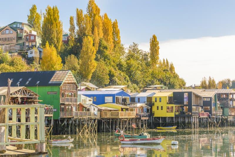 Camere di Palafito nel lago, Chiloe, Cile fotografia stock libera da diritti