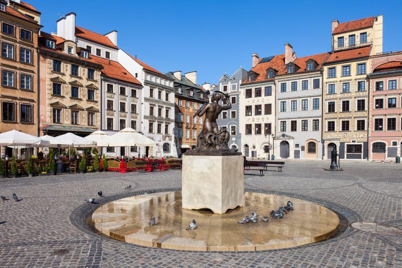 Camere e sirena sul quadrato di Varsavia Città Vecchia fotografia stock