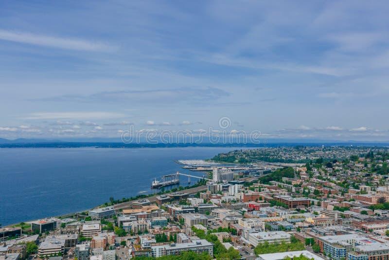 Camere e vie da Elliot Bay a Seattle, U.S.A. immagine stock