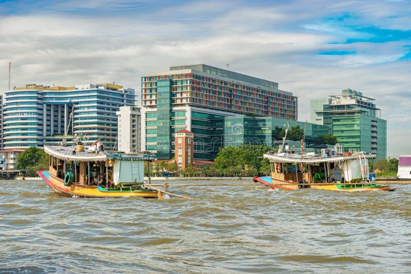 Camere lungo il Chao Phraya a Bangkok, Tailandia immagini stock libere da diritti
