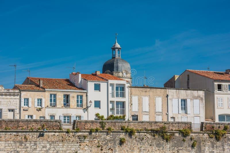 Camere lungo il mare a La Rochelle fotografia stock