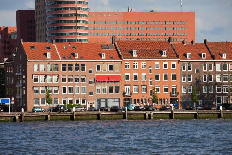 Camere a terrazze nel centro urbano di Rotterdam fotografia stock