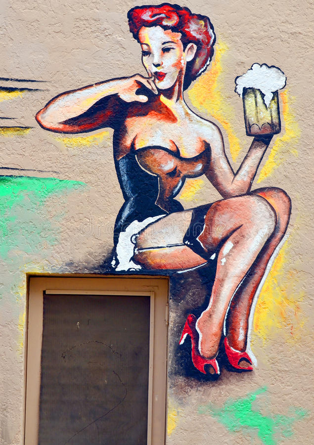 Cameriera al banco murala immagine stock