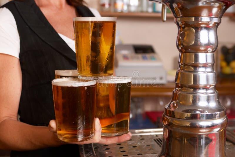 Cameriera di bar abile fotografie stock libere da diritti