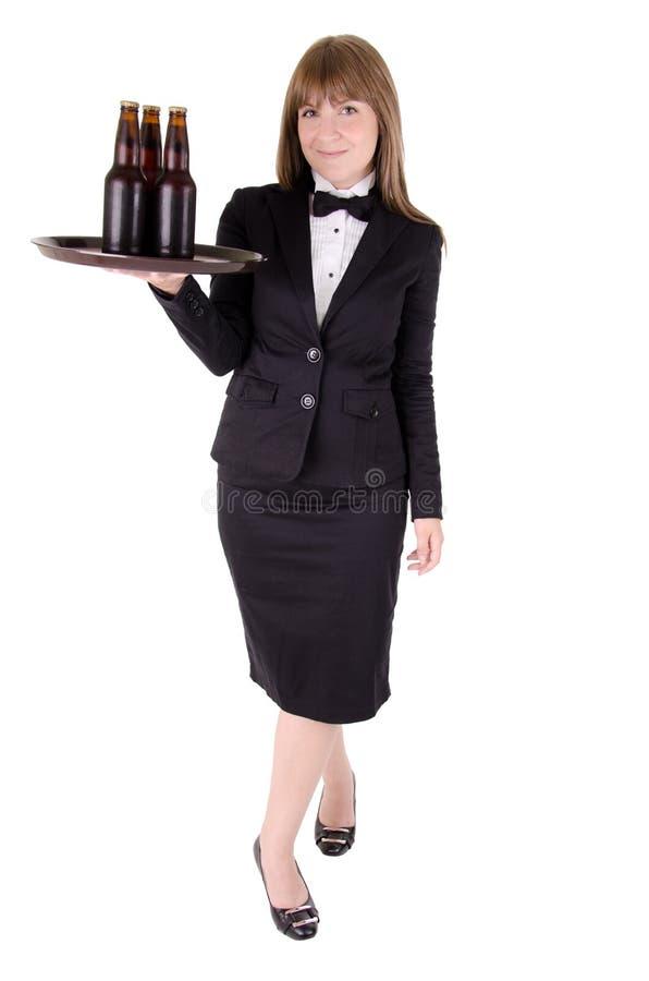 Cameriera di bar con birra immagine stock