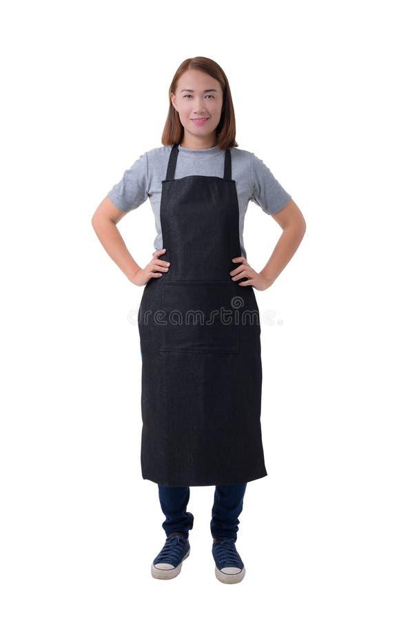 Cameriera di bar, donna o donna militare di consegna in camicia grigia e grembiule isolato su fondo bianco immagine stock