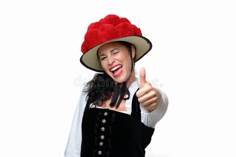 Cameriera di bar giovane di risata entusiasta della foresta nera fotografie stock