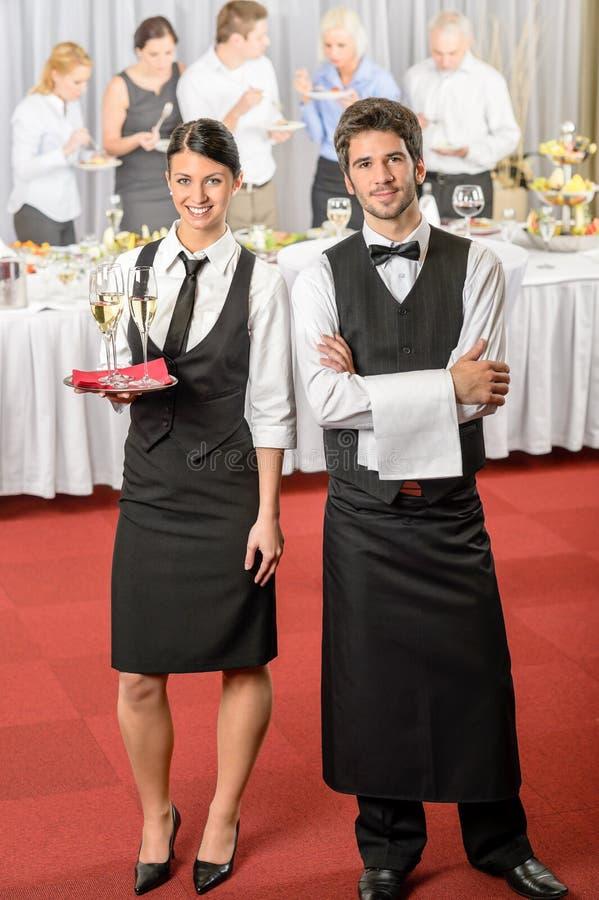 Cameriere di servizio di approvvigionamento, evento di affari della cameriera di bar fotografia stock