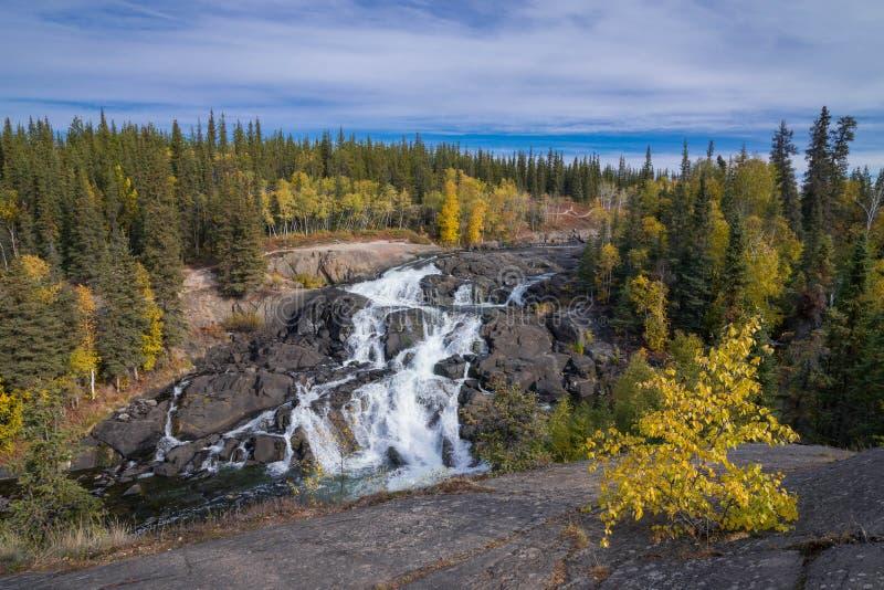Cameron Falls Northwest Territories arkivbild