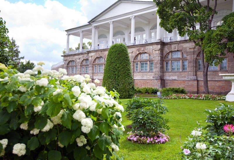 Cameron Gallery 24 för petersburg för park för nobility för km för catherine besök för tsarskoye för st för center familj tidigar arkivfoton