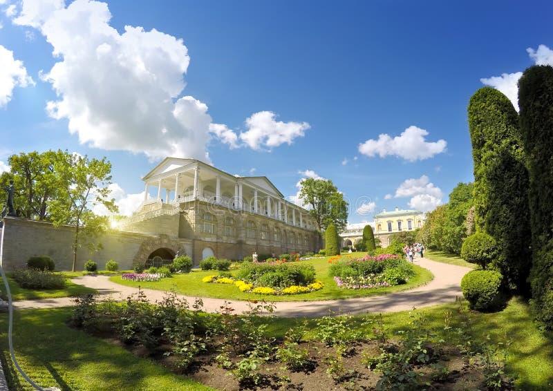 Cameron Gallery 24 för petersburg för park för nobility för km för catherine besök för tsarskoye för st för center familj tidigar arkivbilder