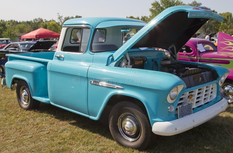 Camión 1955 del azul de la aguamarina de Chevy fotografía de archivo