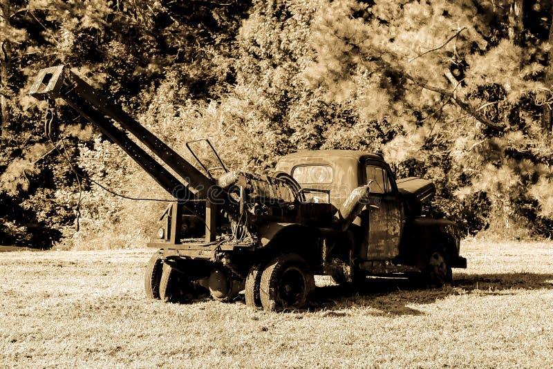 Camión de auxilio antiguo imágenes de archivo libres de regalías