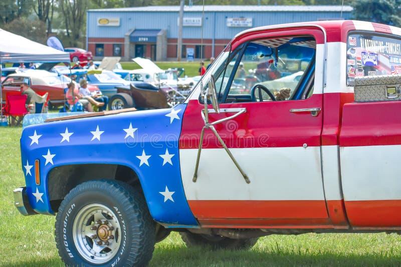 Camión de bandera de los Estados Unidos en la exposición automática imágenes de archivo libres de regalías