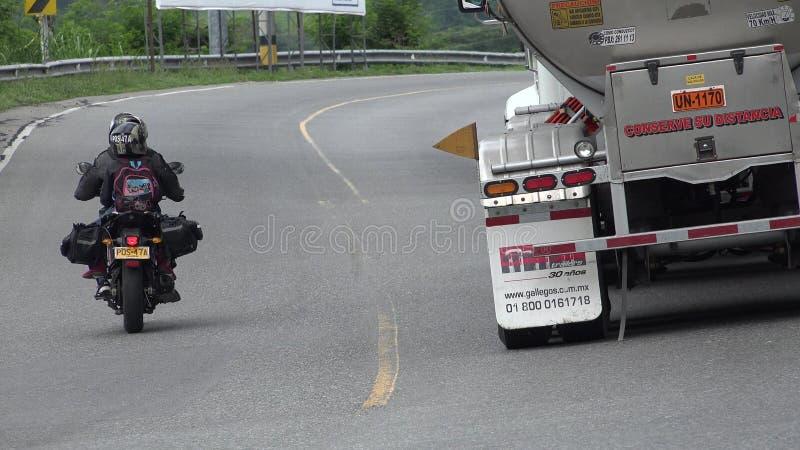 Camión de conducción peligroso ilegal de la motocicleta y de combustible imagen de archivo libre de regalías