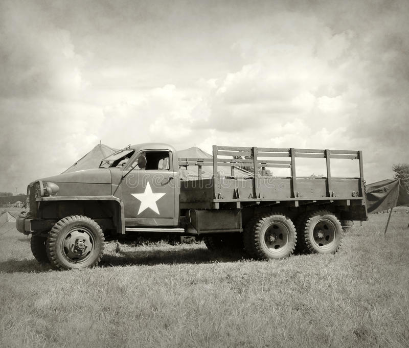 Camión de ejército viejo imagen de archivo libre de regalías