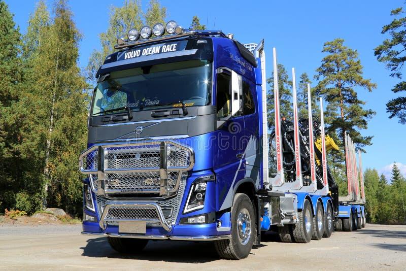 Camión de la edición de FH16 Volvo Ocean Race Limited para el recorrido de la madera fotos de archivo