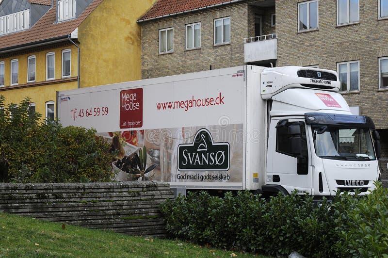 Camión de la entrega de la comida del _megahouse de Svanso imagen de archivo