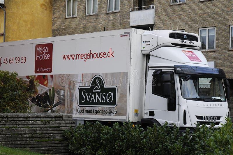 Camión de la entrega de la comida del _megahouse de Svanso foto de archivo