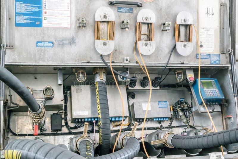 Camión de la logística de los TS que entrega el combustible imágenes de archivo libres de regalías