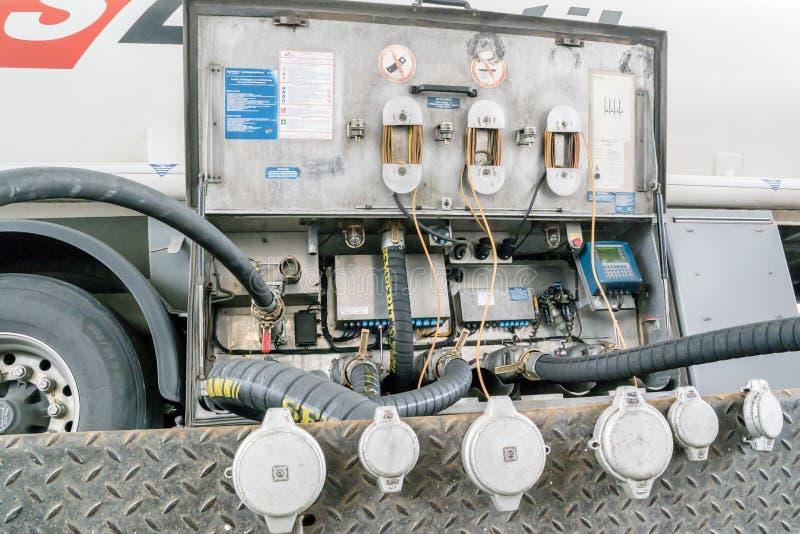 Camión de la logística de los TS que entrega el combustible foto de archivo libre de regalías