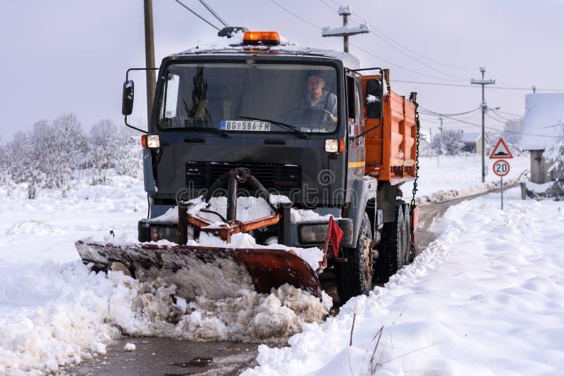 Camión de la retirada de la nieve imagen de archivo libre de regalías