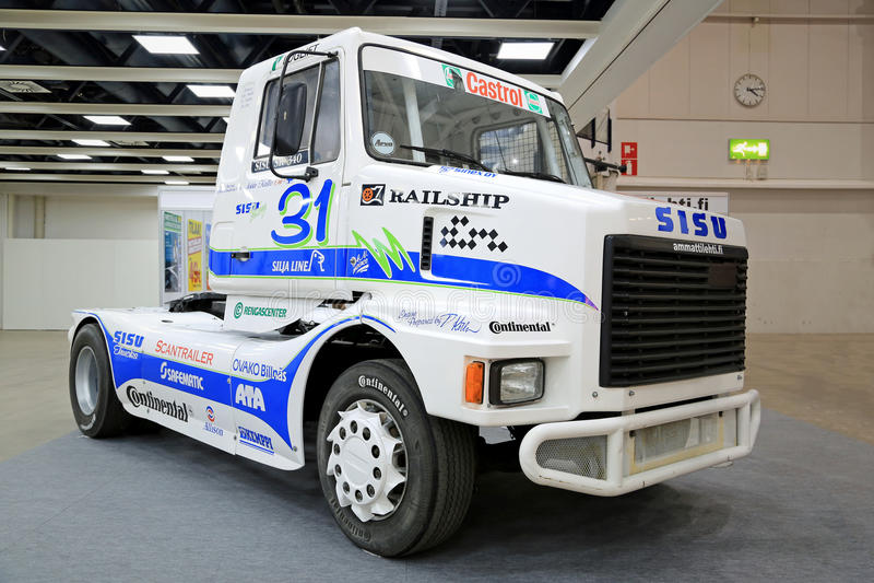 Camión de la reunión de Sisu en la exhibición en el transporte de logística 2015 foto de archivo libre de regalías