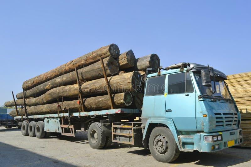 Camión de madera del transporte imagen de archivo libre de regalías