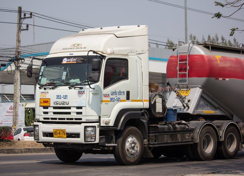 Camión de remolque del cemento de la compañía logística de TLL imagen de archivo libre de regalías