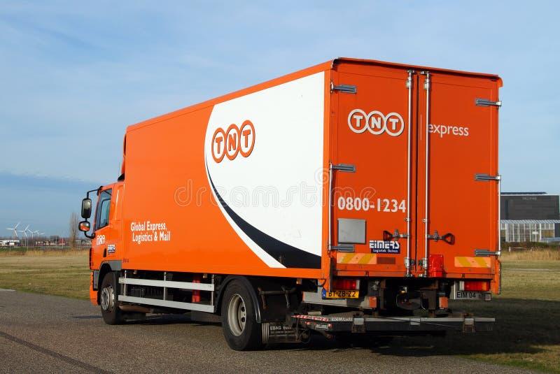 Camión de reparto postal global de TNT - DAF fotografía de archivo