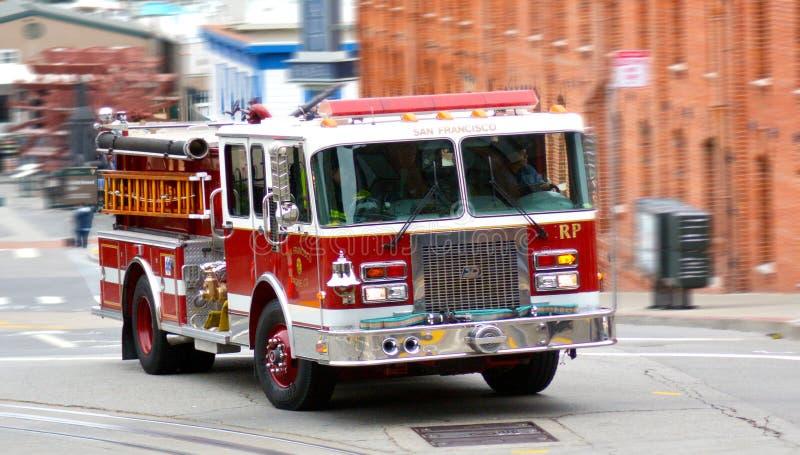 Camión del coche de bomberos de San Francisco Fire Department (SFFD) imagenes de archivo
