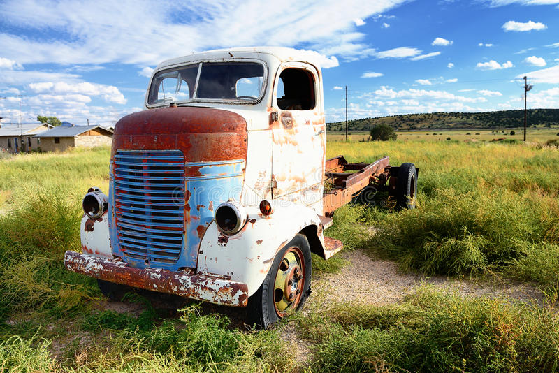 Camión del vintage abandonado foto de archivo libre de regalías