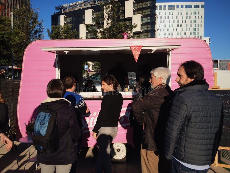Camión rosado de la comida fotos de archivo