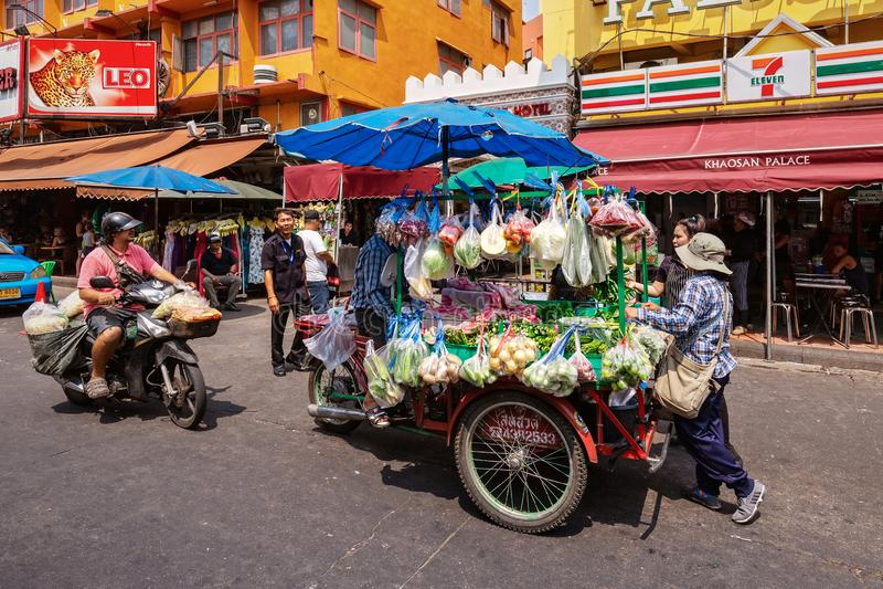 Camión vegetal en el camino de Khaosan fotos de archivo