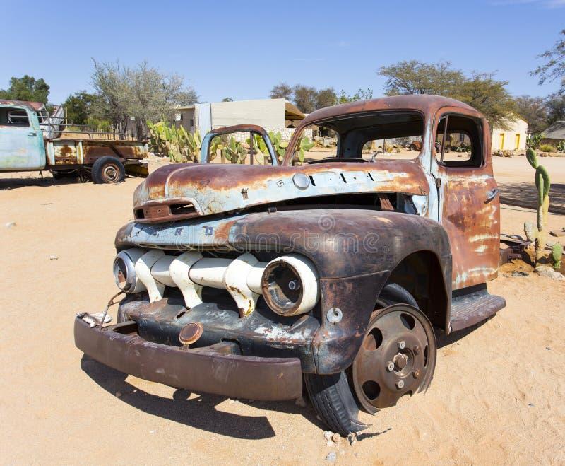 Camión viejo en la ciudad del solitario, Namibia imagenes de archivo
