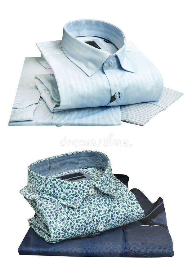 Camice di estate per gli uomini su un fondo bianco fotografia stock libera da diritti